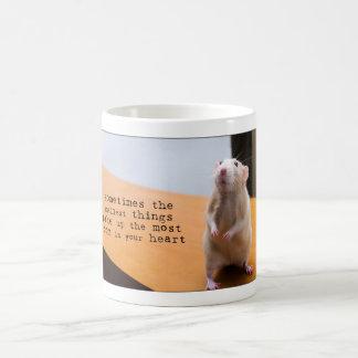 Kleinste Sachen nehmen den meisten Raum in der Kaffeetasse