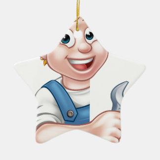 Klempner oder Mechaniker, die einen Schlüssel Keramik Ornament