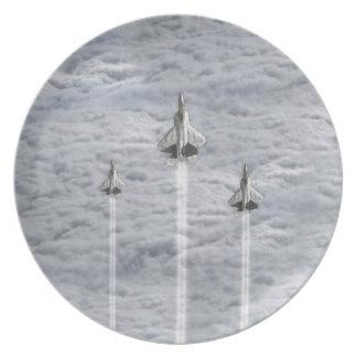 Kletternde Jets in den Wolken Teller