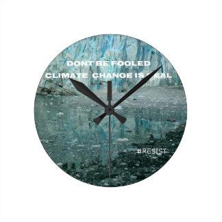 Klimawandel ist wirklicher schmelzender Gletscher Runde Wanduhr