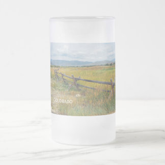 Klotzzaun durch ein Grasland Mattglas Bierglas