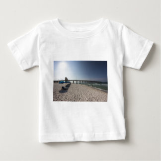 Klubsessel am Panama-Stadt Strand-Pier Baby T-shirt
