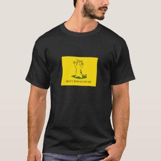 KNETEN Sie NICHT AUF MIR (gelber Hintergrund) T-Shirt