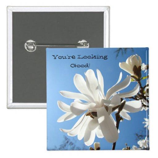 Knöpfe, die Sie gut schauen! Kompliment-Magnolien Anstecknadelbuttons