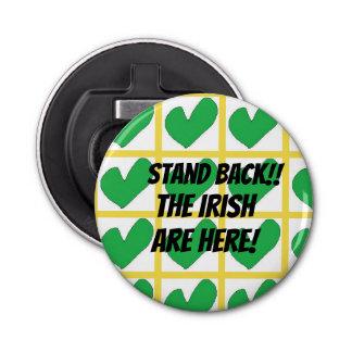 Knöpfen Sie irischen grünen Herzentwurf des Runder Flaschenöffner