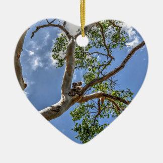 KOALA IM BAUM LÄNDLICHES QUEENSLAND AUSTRALIEN KERAMIK Herz-Ornament