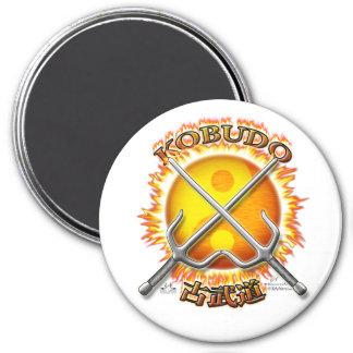 Kobudo, das Yin/Yangs Sun Magneten flammt Runder Magnet 7,6 Cm