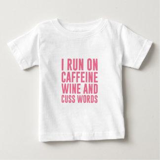 Koffein-Wein u. fluchen Wörter Baby T-shirt