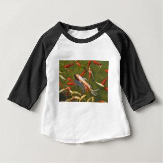 Koi Karpfen im Teich Baby T-shirt