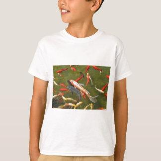 Koi Karpfen im Teich T-Shirt