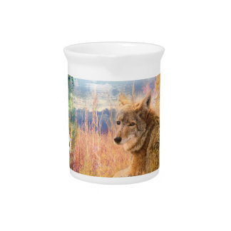 Kojote gestaltet nordamerikanischer Park-Hund im Getränke Pitcher
