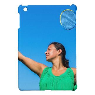 Kolumbianischer Frauen-Aufschlag mit iPad Mini Hülle