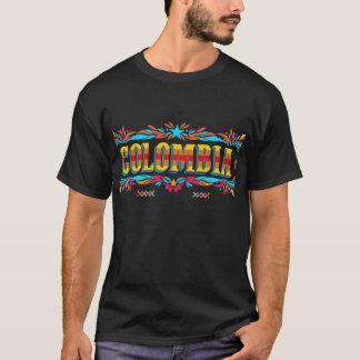 Kolumbien im bunten T - Shirt der Blockschrift