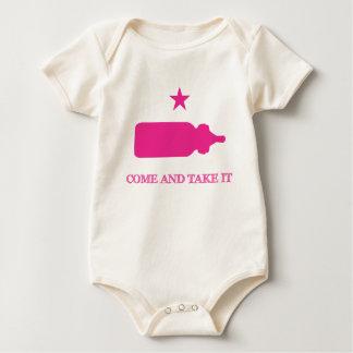 Kommt es Flaschen-Rosa nehmen Baby Strampler