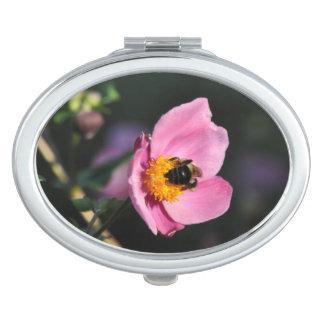Kompakte Spiegel-Beschäftigte Biene-Rosa Blume Schminkspiegel