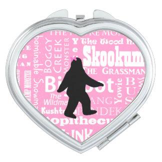 Kompakter Spiegel Bigfoots im Rosa Taschenspiegel
