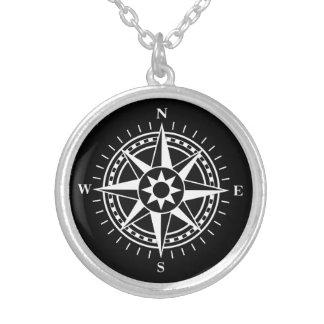 Kompass-Rose auf schwarzer Halskette Mit Rundem Anhänger