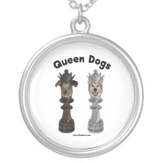 Königin verfolgt Schach Versilberte Kette