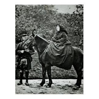 Königin Victoria zu Pferd an Balmoral, 1863 Postkarte