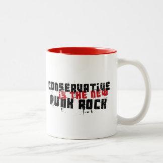 Konservativer ist der neue Punkrock Zweifarbige Tasse