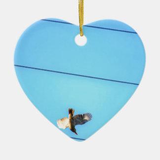 KOOKABURRA IM FLUG LÄNDLICHES QUEENSLAND KERAMIK Herz-Ornament