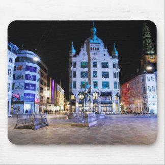 Kopenhagen-Rathaus-Quadrat nachts Mousepads