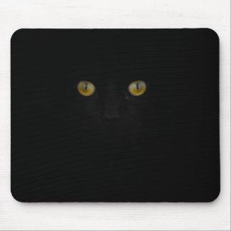 Kopf der schwarzen Katze und gelbe Augen Mauspads