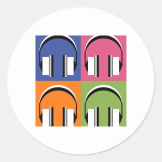 Kopfhörer in den hellen Farben Runder Aufkleber