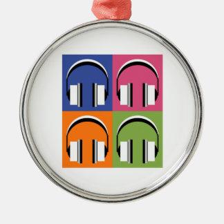 Kopfhörer in den hellen Farben Rundes Silberfarbenes Ornament
