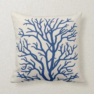 Korallenbaum im Königsblau Zierkissen