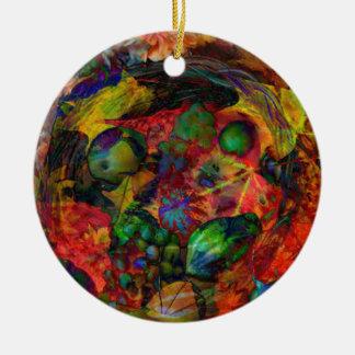 Korb mit Früchten und Herbstlaub Rundes Keramik Ornament