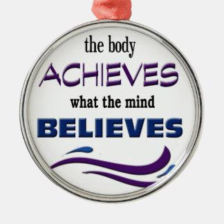 Körper erzielt, Verstand glaubt Silbernes Ornament
