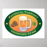 Körperliche Therapie-trinkendes Team Posterdrucke