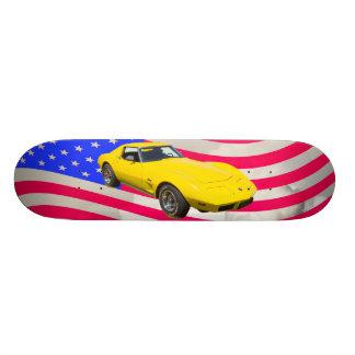 KorvetteStingray 1975 mit amerikanischer Flagge Bedruckte Skateboarddecks