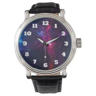 Kosmische Raum-Sterne und Nebelfleck Uhr