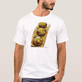 Köstliche Kartoffel angefüllt mit gegrillten T-Shirt