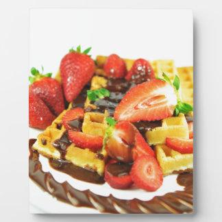 Köstliche Schokolade und Erdbeerwaffel Fotoplatte