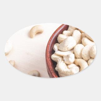 Köstliche und gesunde rohe Acajounüsse Ovaler Aufkleber