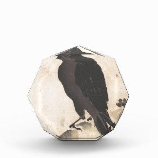 Krähe Kawanabe Kyosai, die auf hölzerner Acryl Auszeichnung