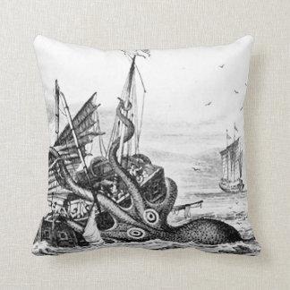 Kraken/Krake Eatting ein Piraten-Schiff, Kissen