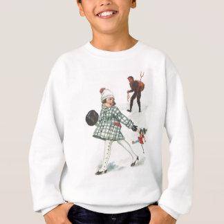 Krampus, das ein kleines Mädchen mit Puppe jagt Sweatshirt