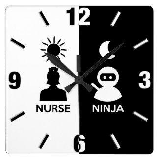 Krankenschwester bis zum Tag Ninja bis zum Nacht Quadratische Wanduhr