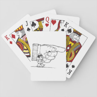 Krankenschwester, die riesige Handspielkarten hält Spielkarten