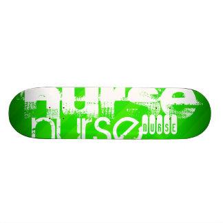 Krankenschwester; Grüne Neonstreifen Individuelles Skateboard