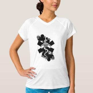 Krankenschwester-Herz-Tätowierung T-Shirt