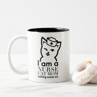 Krankenschwester-Katzen-Mamma - Zweifarbige Tasse