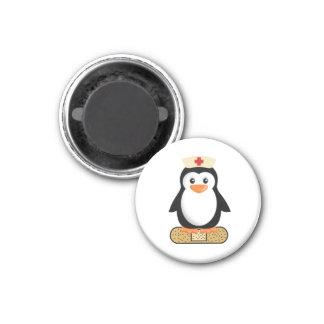 Krankenschwester-Pinguin (w/bandaid) Runder Magnet 2,5 Cm