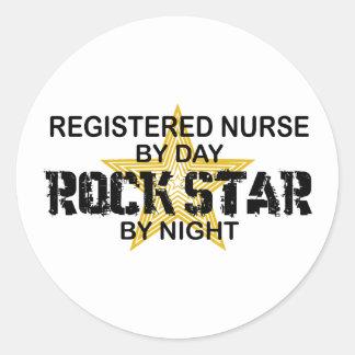 Krankenschwester-Rockstar bis zum Nacht Runder Aufkleber