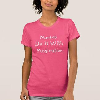 Krankenschwestern tun es mit Medikation T-Shirt