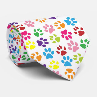 Krawatte die Tatze des lustiger Hundes